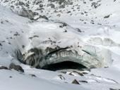 Under Theodule, in ingersso dell orrido, caverne di ghiaccio